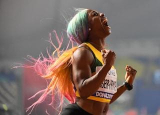 Shelly-Ann Fraser-Pryce, la campionessa dai capelli arcobaleno che ha vinto l'oro nei 100 metri
