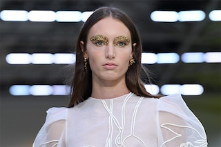 Paris Fashion Week 2019, le tendenze trucco per la P/E 2020: make up occhi con glitter e colori accesi