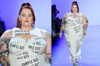 Tess Holliday sfila a New York: si ribella alla taglia di campionario e celebra la bellezza plus-size