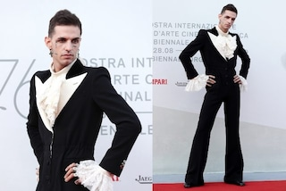 Achille Lauro a Venezia: con la tuta smoking è lui la star del red carpet
