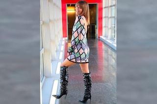 Alessandra Amoroso ad Amici Celebrities, lancia il trend dell'abito di paillettes a rombi