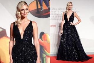 Chiara Ferragni a Venezia per la prima di Unposted: con l'abito da principessa brilla sul red carpet