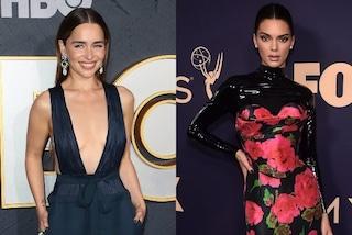Emmy Awards 2019, Kendall Jenner in latex, Emilia Clarke con la maxi scollatura: i look sul red carpet