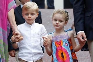 Jacques col bermuda, Gabriella con l'abito etnico: i principini di Monaco al picnic di fine estate