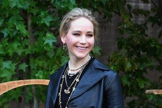 Jennifer Lawrence e l'originale lista nozze: per il matrimonio vuole tappeto da yoga e lampadine