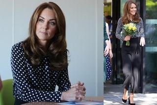 Kate Middleton a pois, i pantaloni a vita alta sono il modello più trendy dell'autunno 2019