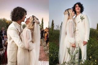 Il matrimonio di Carolina Crescentini e Motta: sposi in coordinato con gli abiti bianchi