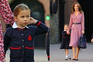 Il primo giorno di scuola di Charlotte: la principessina in divisa, mamma Kate con l'abito a fiori