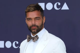 Ricky Martin con i figli sul red carpet: Matteo e Valentino fashion icon in coordinato al papà