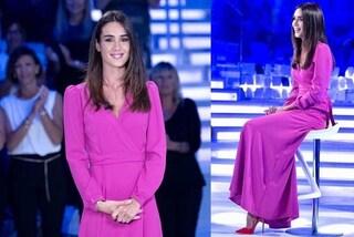 """Silvia Toffanin a Verissimo, l'abito è fucsia ma le scarpe sono """"a contrasto"""""""