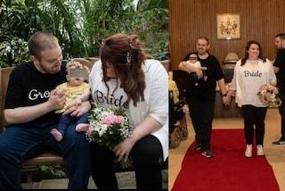 Sposi in t-shirt e sneakers, il loro matrimonio low-cost è il più romantico di tutti i tempi