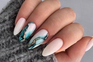 Unghie effetto marmo: la manicure di tendenza per l'autunno 2019