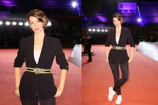 Andrea Delogu in versione casual al Roma Film Festival, sfila sul red carpet in jeans e sneakers