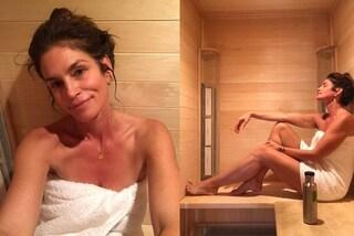 Cindy Crawford, il segreto per essere splendida a 53 anni è fare una sauna al giorno