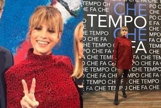 Emma Marrone torna in tv in rosso, a Che Tempo Che Fa abbina i saldali alle calze velate