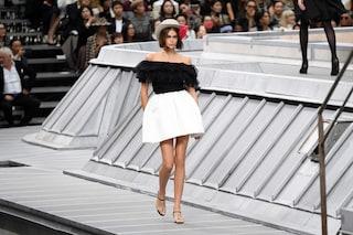 Paris Fashion Week 2019, Chanel sfila sui tetti: il tributo di Virginie Viard alla capitale francese