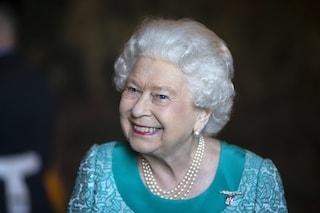 I segreti di bellezza della regina Elisabetta II, dai rossetti colorati al blush sugli zigomi