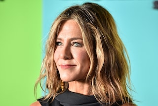 Jennifer Aniston con le onde: a 25 anni da Friends è ancora suo il taglio di capelli da imitare