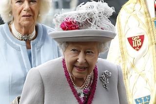 La regina Elisabetta II cerca un maggiordomo, paga solo 10 euro all'ora ma offre alloggio a corte