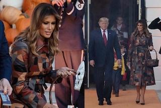 Melania Trump festeggia Halloween con il look a tema ma di lusso, il trench costa quasi 7mila euro