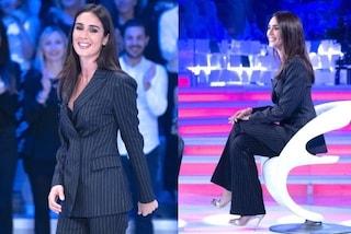 Silvia Toffanin col completo gessato a Verissimo: quarta puntata in pantaloni e tacchi a spillo
