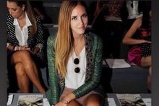 Il primo front-row di Chiara Ferragni: il debutto nella moda in shorts e con i capelli scuri