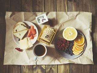 La colazione perfetta per bambini, donne e uomini: come iniziare la giornata col piede giusto