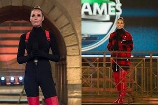 Ilary Blasi a Eurogames, per la finale osa con la tuta salopette e i maxi stivali rossi