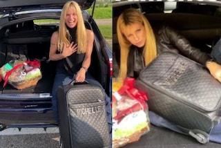 Michelle Hunziker viaggia con stile, la valigia col nome è l'accessorio più trendy di sempre