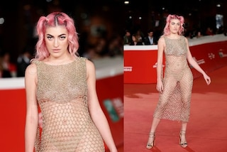 Roshelle dà scandalo al Roma Film Fest, sul red carpet è hot con l'abito a rete rivelatore