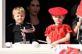 Jacques debutta in divisa, Gabriella col basco: i gemelli di Monaco adorabili alla Festa Nazionale