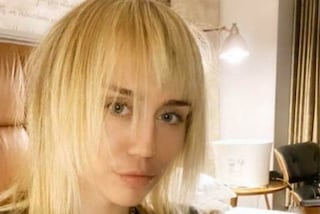 Miley Cyrus taglia i capelli e passa al mullet, il nuovo look è ispirato agli anni '80