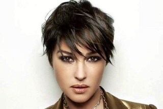 Monica Bellucci con i capelli corti: la foto del passato col look mascolino infiamma il web