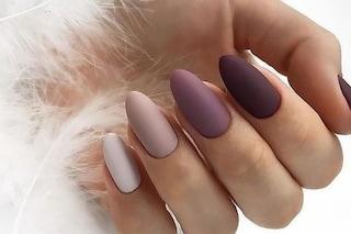 Unghie mismatched: la manicure di tendenza per l'autunno 2019 è multicolor