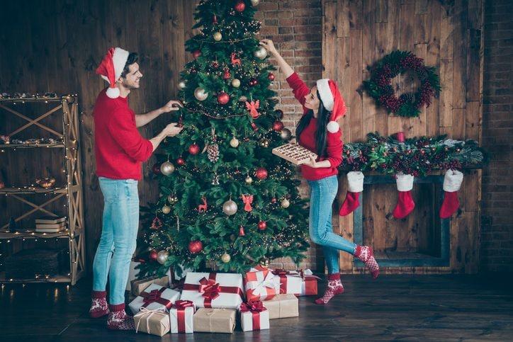 Addobbi Natalizi Quando Farli.Come Addobbare L Albero Di Natale In 6 Step Dal Montaggio Alle Decorazioni