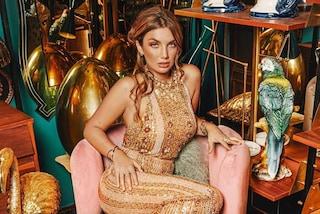 Elettra Lamborghini ricoperta di paillettes dorate, il nuovo look da Twerking Queen è scintillante
