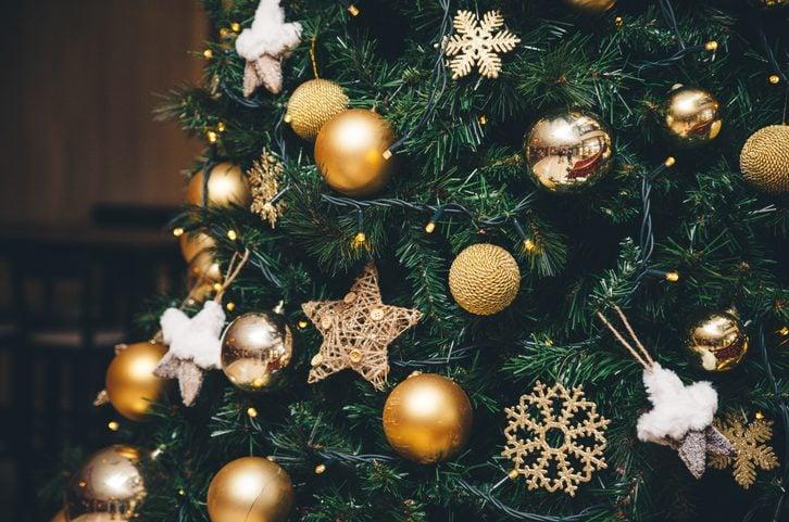 Biscotti Finti Per Albero Di Natale.Come Addobbare L Albero Di Natale In 6 Step Dal Montaggio Alle Decorazioni