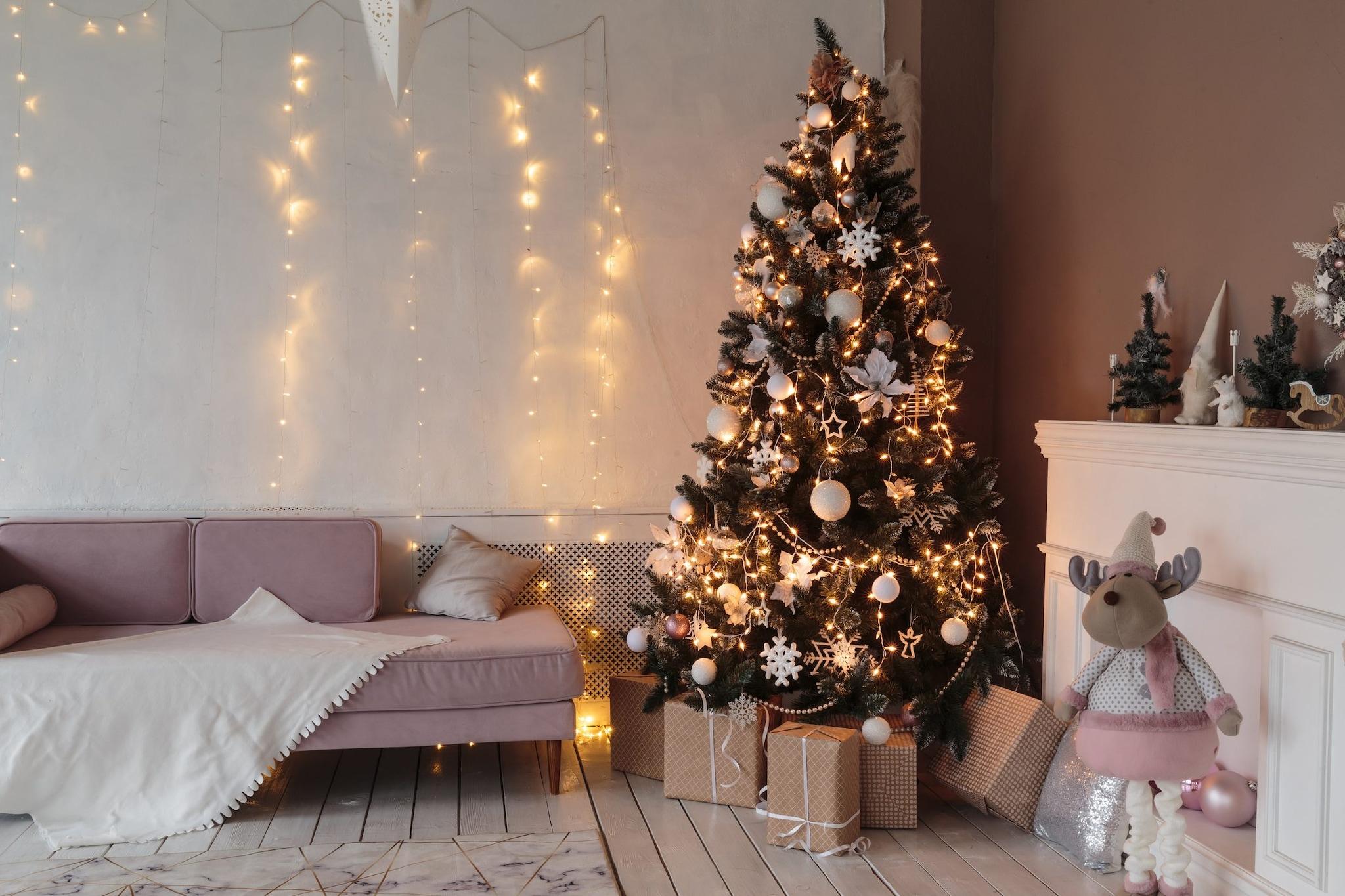 Decorazioni Natalizie A Poco Prezzo.Come Addobbare L Albero Di Natale In 6 Step Dal Montaggio Alle Decorazioni