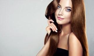 Risciacquo acido: cos'è e come farlo per avere capelli morbidi e lucenti