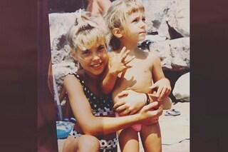 Ilary Blasi da piccola con frangia e bikini a pois: era una bambina super trendy
