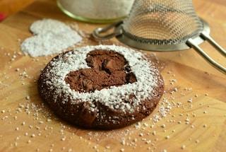Le noci rilassano, il cioccolato ci rende felici: cinque comfort food che fanno bene all'umore