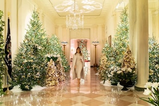 Melania Trump presenta le decorazioni di Natale alla Casa Bianca: è un trionfo di oro e lusso