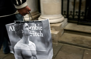 Addio ad Abercrombie & Fitch, il 14 dicembre chiude lo store di Milano