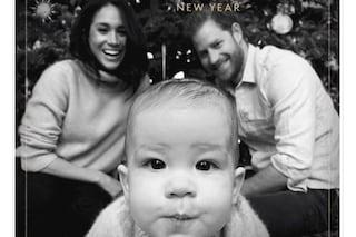Harry e Meghan, la prima cartolina di Natale è adorabile: Archie in primo piano è la vera star