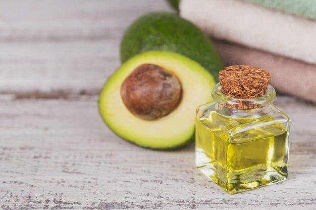 Olio di avocado: proprietà e usi cosmetici per pelle e capelli
