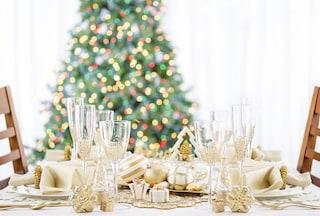 Tavola di Natale 2019: idee per apparecchiarla, colori e dettagli di tendenza