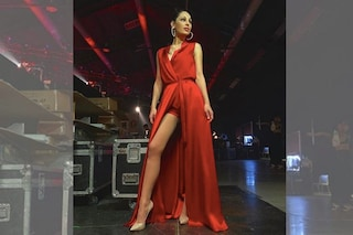 Anna Tatangelo duetta con Gigi D'Alessio: il sexy look rosso nasconde un segreto