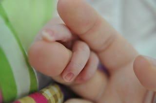 Il segreto per entrare in sintonia con il figlio è essere delle mamme felici