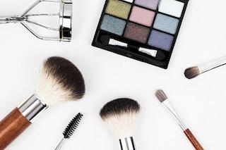 Trucchi scaduti, pennelli non puliti: le cattive abitudini beauty che mettono a rischio la salute