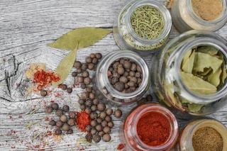 A tutto detox: cibi e tisane per depurare l'organismo dopo gli eccessi a tavola